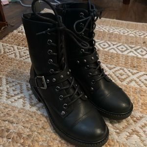 Black Guess by Guess combat boots size 6